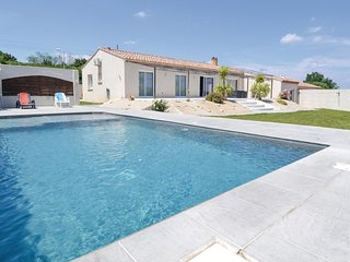 Beautiful home in Sernhac w/ WiFi, Outdoor swimming pool and 4 Bedrooms (FLG528)
