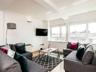 Amazing Location Spacious Stylish and Sunny 2bed