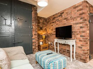 Stylish & Modern L1 Apt - walk everywhere!