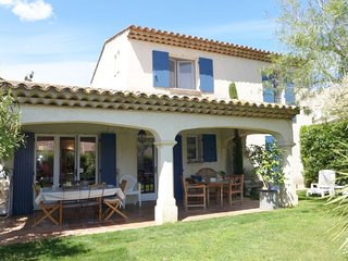 3 bedroom Villa with Pool, WiFi and Walk to Beach & Shops - 5699881