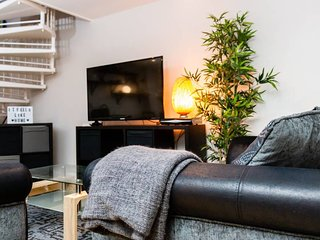 Kick back and relax in this cosy mews property