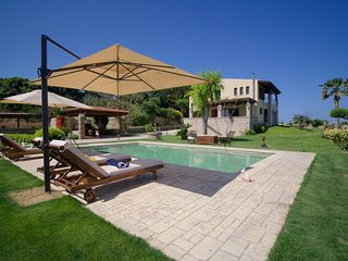 A private villa with pool for Family and Friends | Villa Russelia