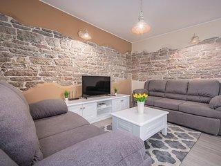Beautiful home in Zabrezani w/ WiFi and 3 Bedrooms