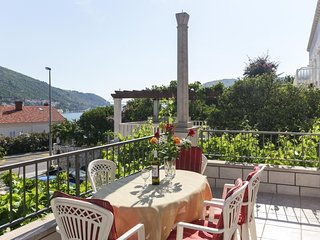 Villa Celenca - Two Bedroom Apartment with Balcony and Sea View - A3