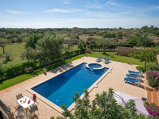 Cala Ferrera Villa Sleeps 12 with Pool Air Con and WiFi - 5604695