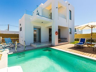 2 bedroom Villa with Air Con, WiFi and Walk to Beach & Shops - 5248630