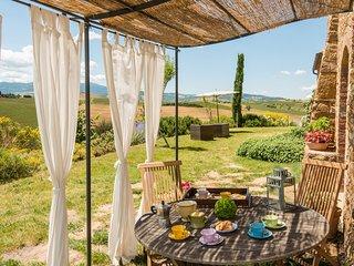 Pienza Villa Sleeps 12 with Pool Air Con and WiFi - 5247933