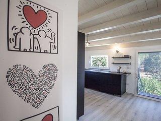 La Casetta e composta da un soggiorno con un divano letto, una cucina ampi