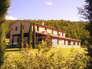 Castelluccio Villa Sleeps 14 with Pool and WiFi - 5247920