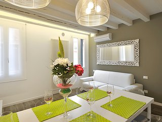 Venice Apartment Sleeps 7 with Air Con and WiFi - 5248482