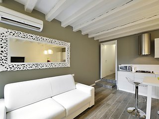 2 bedroom Apartment with Air Con, WiFi and Walk to Shops - 5248482