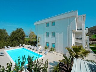 2 bedroom Apartment with Pool, Air Con and WiFi - 5796835