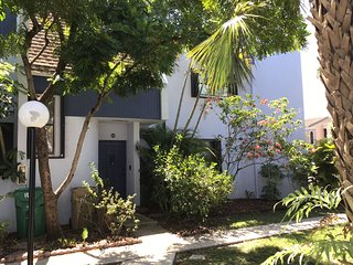 University Village-walk to Nova Univ,Miami Dolphin training center, new hospital