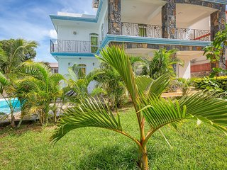 SUNNY Tropical Villa (300m from the beach)****