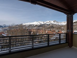 2 Bedroom SKI-IN Suite | Outdoor Hot Tub, 2 Pools, Sauna, Gym, + More!