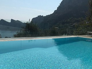 Sirenuse Villa Sleeps 14 with Pool Air Con and WiFi - 5770480