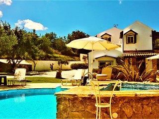 villa Claire-TOTAL PRIVACY close to resort