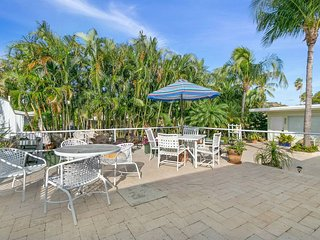 CB Boynton Beach boutique style apartment steps to the beach w pool