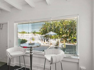 7 Boynton Beach living steps to the beach w pool