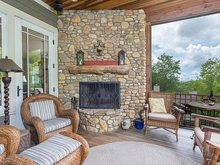 Here I Am: Beautiful 5 Bedroom Montreat home