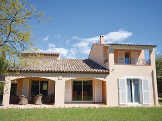 Awesome home in Saint Vallier-de-They w/ WiFi, Outdoor swimming pool and 5 Bedro
