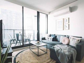 2 BR Modern Melbourne CBD Apartment