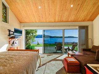 Bed and Breakfast Lake Edge Rotorua Lakes with Family Dinners available.