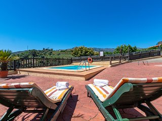 Holiday cottage with private pool in San Mateo