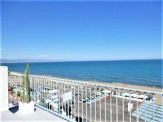 calle2,waterfront,Beach views amazing,wifi,AirCond,TV-SAT,garage,pool,garden