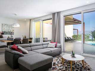 Beachfront Apartment Lemonade with Pool VII