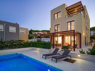 Beachfront Villa Lemonade with Pool III