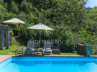 Villa Dell'Angelo in Lucca with swimming pool, AirCo, views ideal for families
