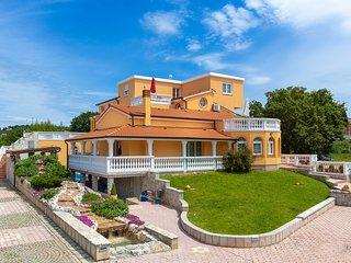 Villa Marko - A3 apartment with swimming pool