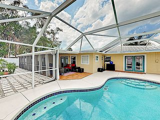 Coastal Chic Oasis w/ Private Screened Pool, Patio & Grill - Near Beaches