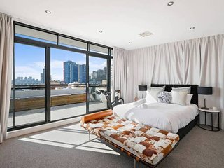 Darling Harbour Penthouse  顶楼全景双层公寓