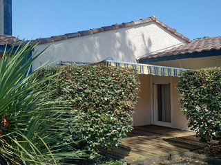 Villas du Lac 140 - Quality 1 Bed Villa in Family Friendly Resort South West FR