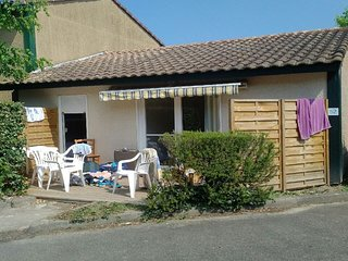 Villas Du Lac 52 - Quality 2 Bed Villa near Meandering Rivers, South West France