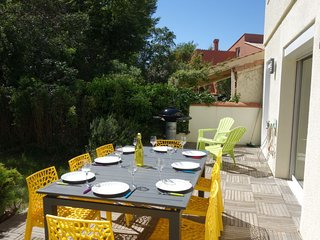 4 bedroom Villa with Air Con, WiFi and Walk to Beach & Shops - 5703654