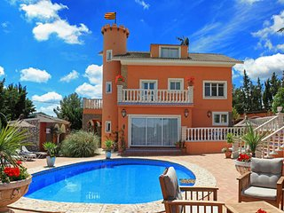 Large Beautiful Villa with Private pool and Tennis court