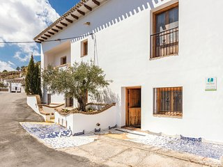 Stunning home in Fontanar w/ WiFi and 3 Bedrooms