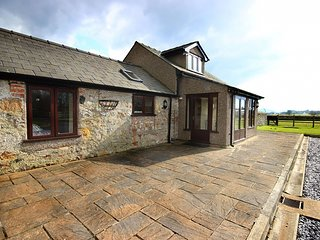 BARRAS COTTAGE, 2 Bedroom(s), Brynsiencyn
