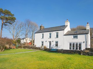 BIG HOUSE, 4 Bedroom(s), Pet Friendly, Llandecwyn