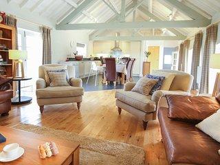 TY SIAM, 4 Bedroom(s), Newborough