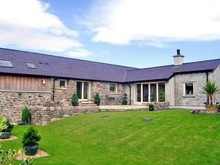 COSY BARN, 2 Bedroom(s), Pet Friendly, Llangaffo