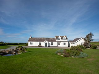 GARDD LLWARCH, 4 Bedroom(s), Pet Friendly, Penrhos Feliw