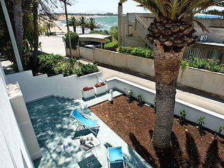 2 bedroom Villa with Air Con, WiFi and Walk to Beach & Shops - 5791079