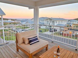 Illaroo at Catherine Hill Bay - stunnings hamptons style home, WiFi and smart TV