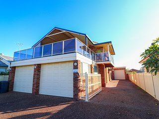 Anglers Abode - large 4 bedroom home in waterlovers' paradise