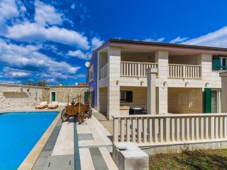 Beautiful villa with swimming pool, Split area