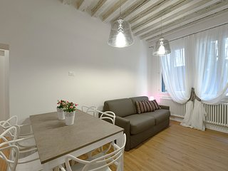 3 bedroom Apartment with Air Con, WiFi and Walk to Shops - 5248517